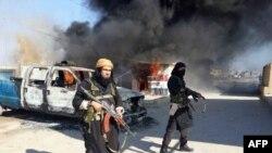 АКШ баштаган коалициянын аба соккусунда жок кылынган Абу Вахиб. 2014-жылы 8-январда тараган видеодон алынган сүрөт.