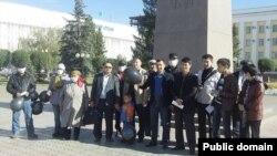 """Участники акции протеста """"Антигептил"""" в Уральске. 29 сентября 2013 года."""