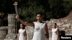 Yunan aktrisası Ino Menegaki Qədim yunan torpağında Olimpiya məşəlini alovlandırır, 2013