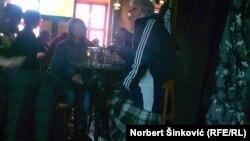 Škotlanđani u jednom od novosadskih kafića