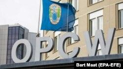 Логотип на офісі Організації із заборони хімічної зброї, Гаага, Нідерланди