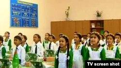 Первоклассники в одной из школ Туркменистана. Иллюстративное фото.