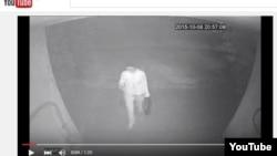 Скриншот кадра из видеозаписи в YouTube'е предположительно о нападении на журналиста Ботагоз Жуманову.