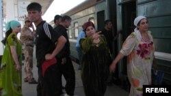 Таджикские иммигранты, отправляющиеся в Москву, Душанбе.