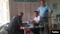 Семен Кочкин (в центре)