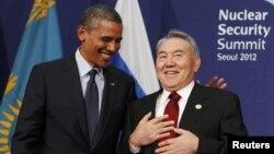 АҚШ президенті Барак Обама мен Қазақстан президенті Нұрсұлтан Назарбаев халықаралық ядролық қауіпсіздік саммитінде. Сеул, 27 наурыз 2012 жыл