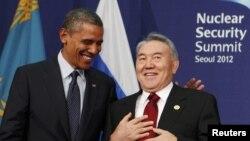 АҚШ президенті Барак Обама (сол жақта) мен Қазақстан президенті Нұрсұлтан Назарбаев. Сеул, 27 наурыз 2012 жыл.