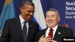 Президент США Барак Обама и президент Казахстана Нурсултан Назарбаев в Сеуле 27 марта 2012 года.