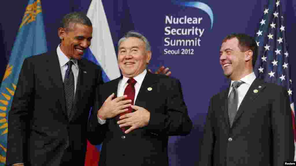 Рассмешил! (Президенты США, Казахстана и России на саммите в Сеуле, 27.03.2012).