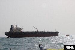 شبکه اطلاعرسانی نفت و انرژی ایران این عکس را در گزارش مربوط به نفتکش هلم منتشر کردهاست، اما مشخص نیست آیا متعلق به همین کشتیست و چه زمانی گرفته شده