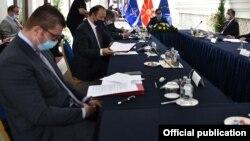 Христијан Мицскоски на лидерска средба кај претседателот Пендаровски
