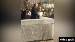 Ёдгор Файзов ба назди эътирозгарон баромад