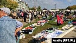 Бет базары Беломорский белән Гудованцев урамы чатында башланып Тэц урамына таба сузыла