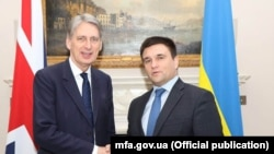 Філіп Гаммонд (Л) і Павло Клімкін