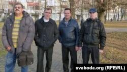 Галадоўнікі разам. Сябры Свабоднага прафсаюза Беларускага зьлева направа -- Алег Шаўчэнка, Аляксандар Варанкін, Аляксандар Грамыка