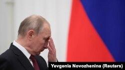 Володимир Путін хотів, аби президентом в Україні став хто завгодно, але не Петро Порошенко. Але чи допомогло це його планам?