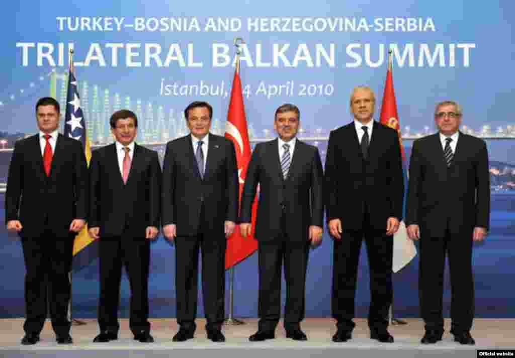 Susret Gula, Silajdžića i Tadića u Istanbulu - Predsjednici i ministri vanjskih poslova Srbije, BiH i Turske