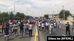 Протестующие в Шымкенте утверждают, что взрывы уничтожили их дома