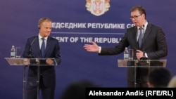 European Council President Donald Tusk (left) and Serbian President Aleksandar Vucic speak to the press in Belgrade on April 25.