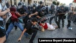 ABŞ-da polislə etirazçılar arasında toqquşma