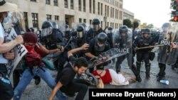 Pamje nga ndërhyrjet e policisë gjatë protestave në Sent Luis