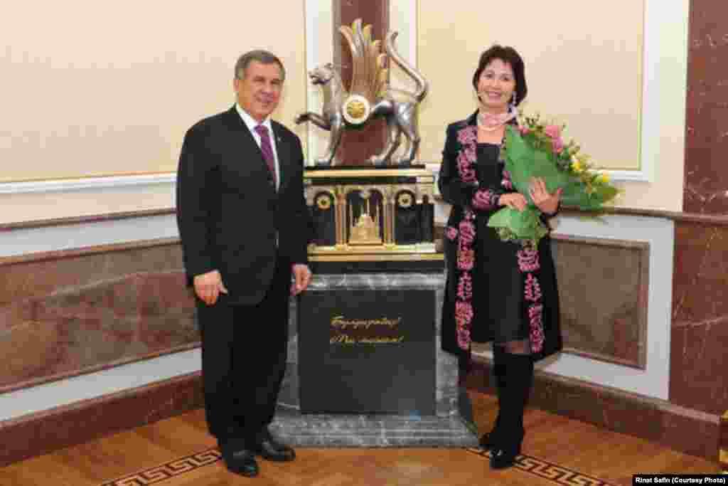 Встреча президента Республики Татарстан Рустама Минниханова с Раисой Атамбаевой. Фото Рината Сафина