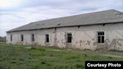 Самарқанд вилояти Нарпай туманидаги 1947 йилда қурилган 35-мактаб биноси.