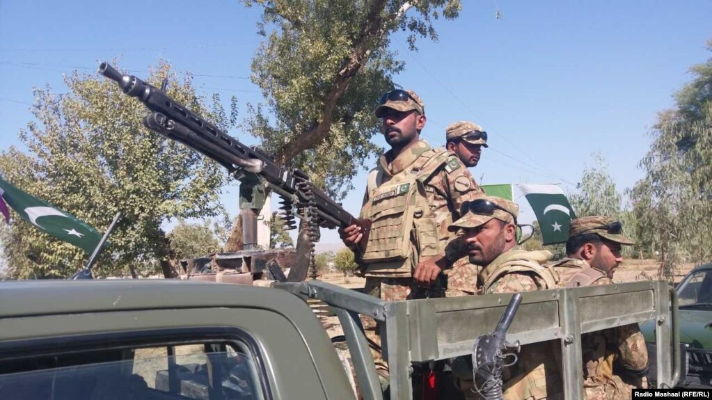 885951a01a40e FILE: Pakistan forces in North Waziristan tribal district near the border  with Afghanistan.