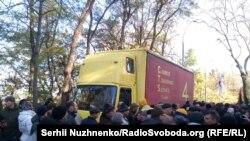 Вантажівка з аудіоапаратурою стала причиною штовханини під Верховною Радою, 22 жовтня 2017 року