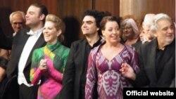 Cîștigători ai Concursului Operalia pe scena de la Londra alături de Placido Domingo