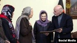 ماري مک مکین چې د افغان ولسمشر لخوا ورته د افغانستان تابعیت ورکړل شو.