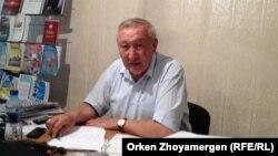 Амангельды Ыскаков, первый заместитель Аккольского районного филиала партии «Нур Отан». Акмолинская область, 17 июня 2013 года.