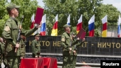 После установления полного над регионом Москва не желает, чтобы, кроме ее военных, там находились местные вооруженные формирования