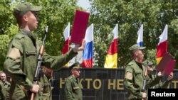 В последнее время оборонное ведомство Южной Осетии будоражат слухи о предстоящей ликвидации вооруженных сил республики и переподчинении местных военных Минобороны России