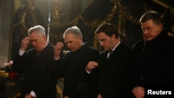 Tomislav Nikolić na pravoslavni Božić unosio je badnjak u zgradu predsedništva. Sekularna država to ne bi smela da dozvoli, smatra Barišić