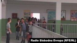 Илустрација-ученици во основото училиште Кирил и Методиј во Тетово
