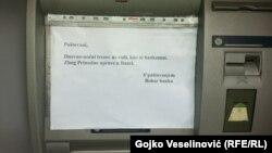 Natpis na jednom od bankomata, foto: Gojko Veselinović
