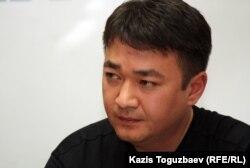 """Данияр Молдашев, издатель газеты """"Голос республики"""". Алматы, 5 ноября 2012 года."""
