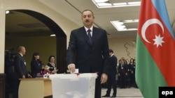 Президент Илхам Алиев Бакуда добуш берүүдө. 1-ноябрь, 2015