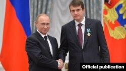 Иван Таврин, медиаменеджер, с Владимиром Путиным на вручении наград в Кремле, 21 мая 2015
