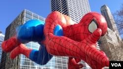 Balon u obliku Spidermana na paradi u New Yorku