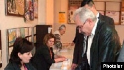انتخابات از ساعات اولیه صبح روز شنبه آغاز شد.