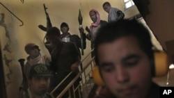 Лібійскія паўстанцы ў аэрапорце Місураты