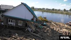 Архивска фотографија: Уништени куќи во невреме во Русија