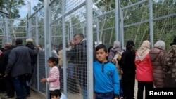 Мигранты на сербско-венгерской границе. Иллюстративное фото.