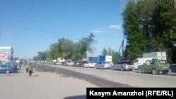 Талғар жақтан Алматыға бара жатқан автокөлік. 11 мамыр 2020 жыл.