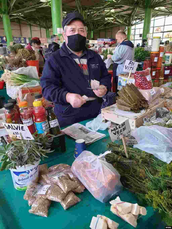 Vânzătorii nu înțeleg măsura Guvernului. În loc să se asigure că restricțiile anti-Covid sunt respectate în piețe, au ales să închidă piețele cu totul.