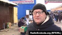 Мужчина предпочитает товары из Абхазии