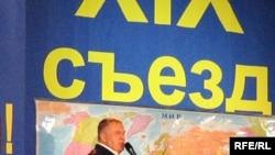 Жириновский доложил съезду о «всемирной гражданской войне»