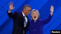 АҚШ президенті Барак Обама мен президенттікке үміткер Хиллари Клинтон. Филадельфия, 27 шілде 2016 жыл.